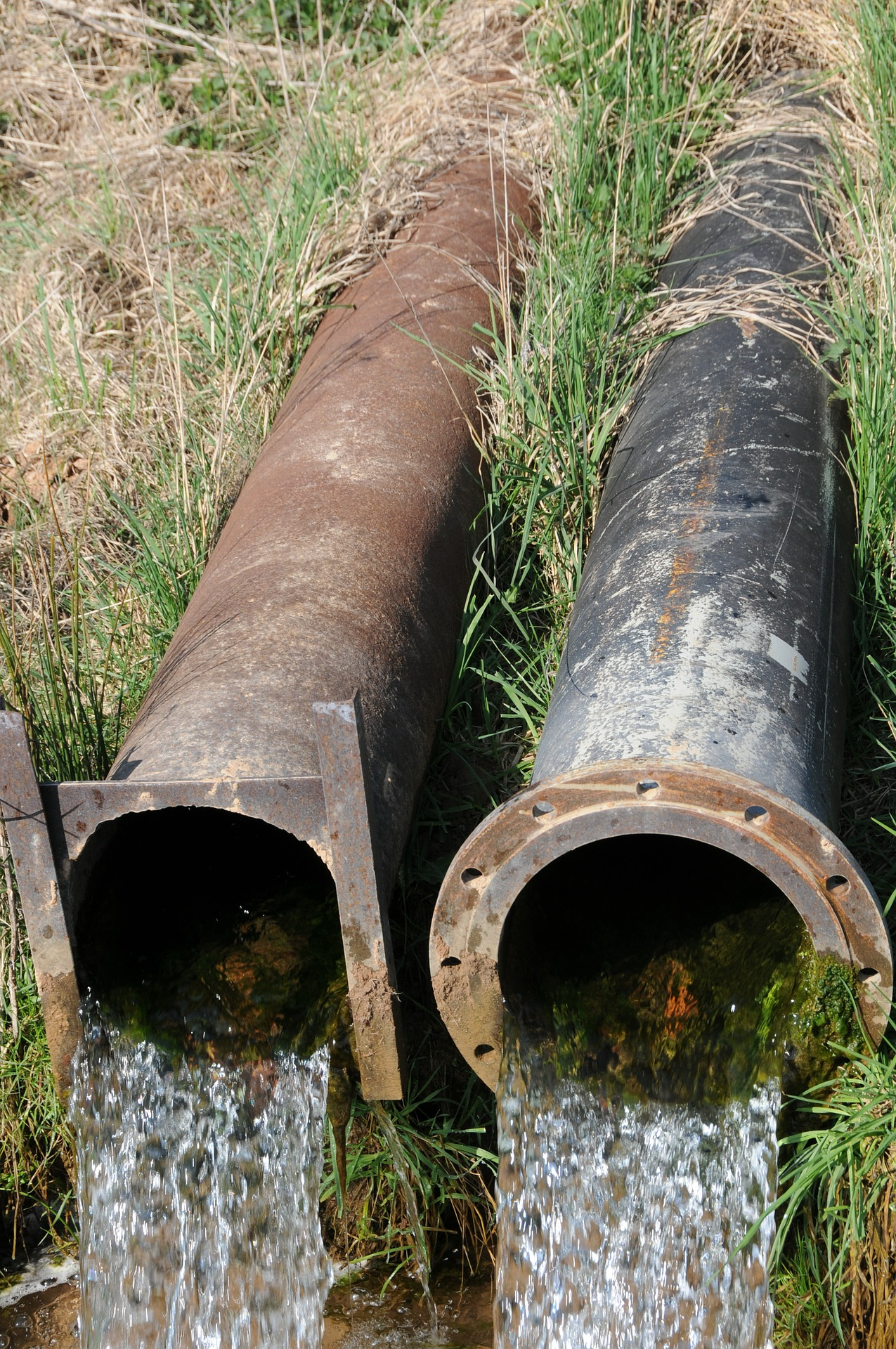 Large flowing drainage pipes